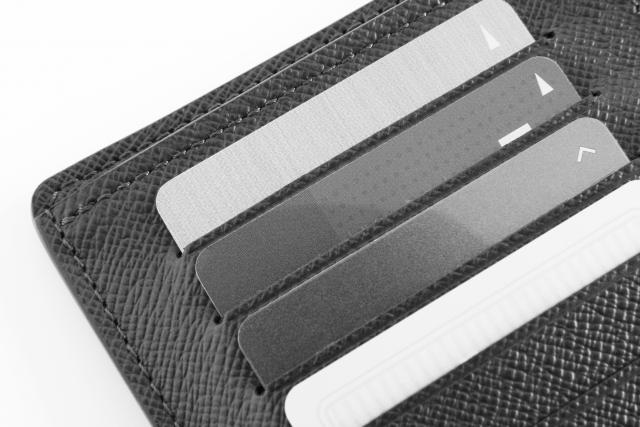 カードが沢山入った財布